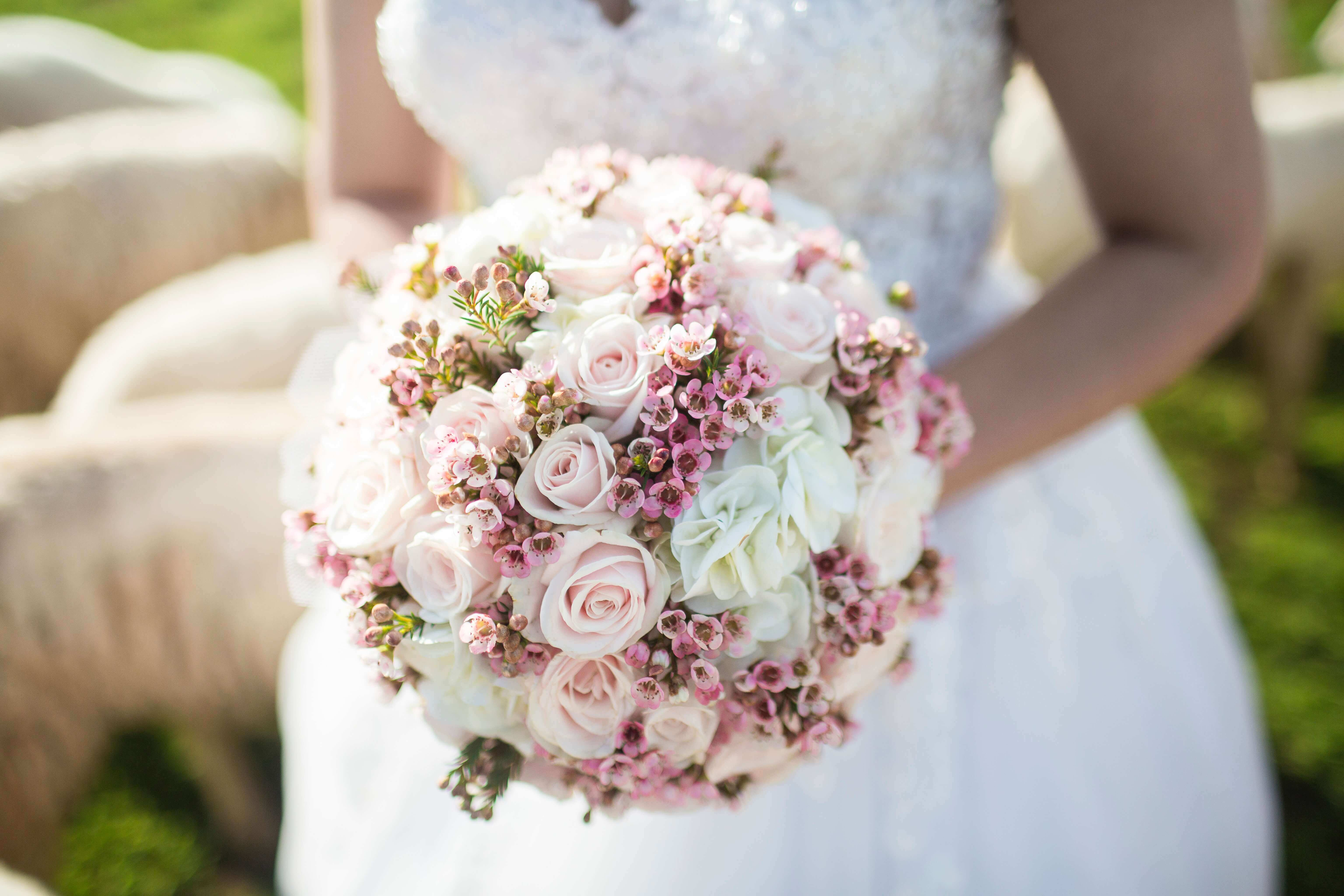 Tips For Choosing A Bridal Bouquet To Match Your Wedding Dress